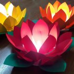 hoa đăng mút xốp 3 lớp lung linh với nến tealight